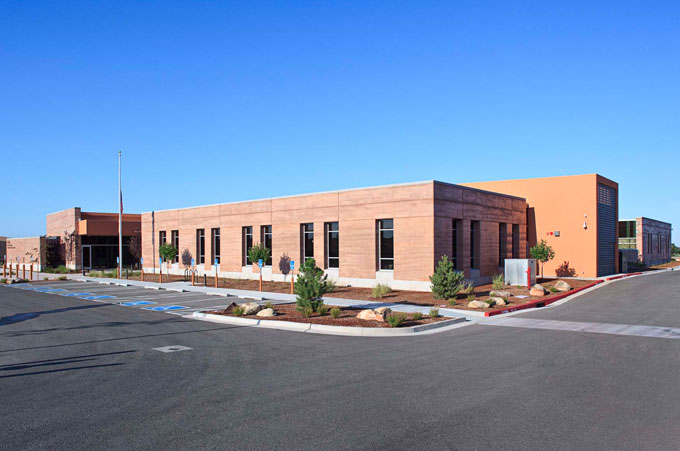 Leed gold largest rammed earth commercial building in the for Southwest architecture